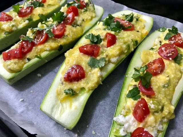 Tikvice punjene sirom iz rerne, Zucchini stuffed with cheese from the oven, Zucchini gefüllt mit Käse aus dem Ofen,